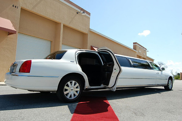 8 Person Lincoln Stretch Limo Jacksonville
